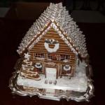 Silver-steak-chocolate-kiss-roof-eatable-Christmas-gingerbread-home